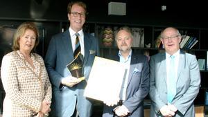 Axel Bodén, vd på Tärnsjö garveri, fick ta emot utmärkelsen Årets företagare i Uppsala län. Priset delades ut av Charlotte Wall, Företagarna, Peter Germer, regionchef Företagarna Mälardalen och landshövding Peter Egardt.