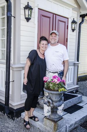 Paret Hellberg delar båda intresset för inredning och är lika förälskade i den lantliga och romantiska stilen.
