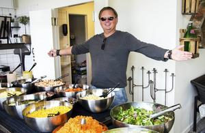 Innebandyprofilen Dan Henriksson har bytt bana – för några veckor sedan öppnade han restaurangen Haga Hof i Haga.