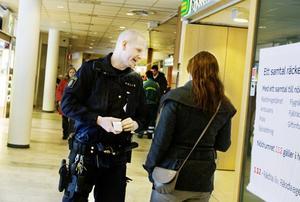 Polisen är en av länkarna i en kedja som många gången börjar med ett samtal till 112