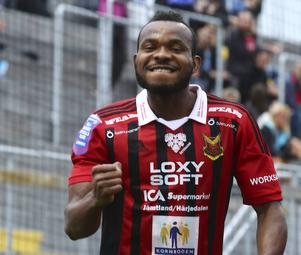 Michael Omoh har spelat färdigt med ÖFK och är nu klar för Örebro.