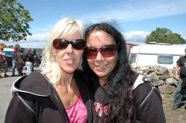 Tina Nilsson:- Det här är paradiset!- In Flames, ZZ Top, Motörhead.Pia Björkman:- Man kan bara vara sig själv.- Volbeat.