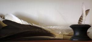 På bordet i tryckeriet i det museum i Palmyra som finns i samma byggnad där den första upplagan av Mormonernas bok trycktes finns kopior av de första boksidorna.