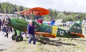 Veteran. Bengt Langser njöt av flyguppvisningen och blev lite nostalgisk. På 1950-talet flög han en del av de här maskinerna inom flygvapnet och kände till flygplanen väl.