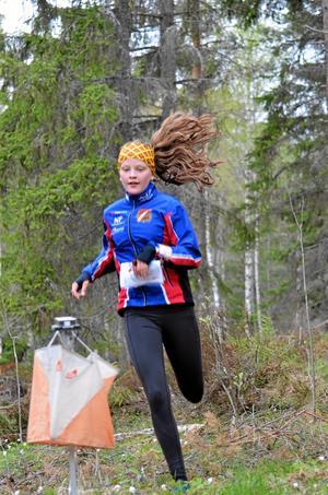 Sofia Troedsson, OK Milan,  går i mål i full fart.