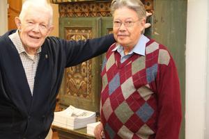 Gustaf Olanders och Tord Hermansson hann prata en stund innan utställningen öppnade. Tord träffade Verner Molin en gång i Molins bostad i Stockholm. Det var en annorlunda person, säger Tord.