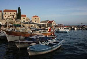 Fiskehamnen i byn Bol på ön Brac.