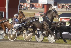 Jan-Olov Perssons Hallsta Lotus fick se sig slagen av Art Kjarvald.