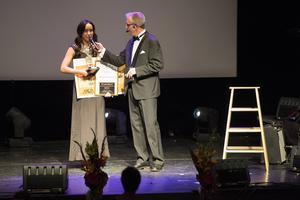 På Guldstegen 2013 fick Sandra Andersson på Well frisör interiör ta emot priset som årets unga entreprenör.