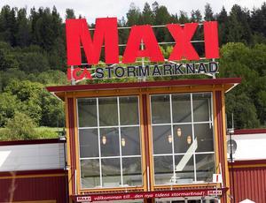 Någon eller några sågade sig in genom taket på Ica Maxi. (Bilden är inte tagen vid det aktuella tillfället.) Arkivbild: Johan Engman