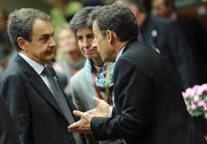 Frankrikes president Nicolas Sarkozy i samtal med Spaniens premiärminister Jose Luis Rodriguez Zapatero.
