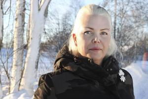 Helena Öst var sjukskriven i över 15 år innan hon hittade en behandlingsmetod som gjorde att hon snabbt kunde börja jobba och leva normalt.