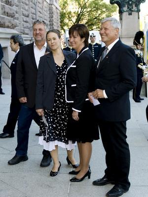 Väckt frågor. De rödgröna partiledarna och språkrören ser ut att trivas ihop, men har fått försvara sitt gemensamma utrikespolitiska program.foto: scanpix