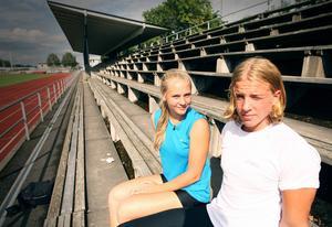 Jämnåriga kasttalangerna Lovisa Sjöstrand och Simon Litzell tog guld vid helgens JSM-tävlingar.