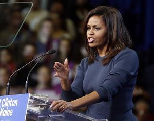 Utan att nämna Donald Trump vid namn ger Michelle Obama honom en verbal avhyvling för sitt skryt om sexuella övergrepp.