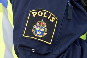 151118 Poliser från Västernorrland hjälper till med gränsbevakning i Malmö. 151118 Poliser från Västernorrland, polismärke, symbol, blåljus.