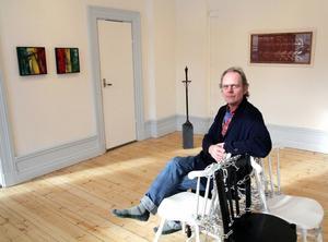 Bergsteinn Asbjörnsson söker sitt eget ursprung på Island i utställningen han delar med Janne Forslund.