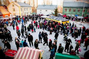 I Härnösand är det marknad på Murberget.