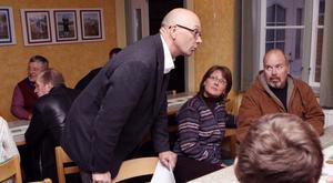 Sune Frost, stående, som sedan tidigare är ordförande i Järvsörådets styrelse, blev nu också vald till ordförande för Idéforum.