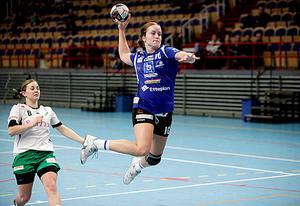 Handboll, IVH Västerås-Rimbo HK i Bombardier Arena i Västerås.IVHS nr 10, Elsa Pettersson och Rimbos nr 8, Jessica Eriksson.