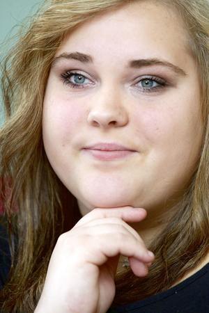 Anna Persson hade i alla fall en gymnasieutbildning men alla nej hon fick när hon sökte jobb fick henne att tappa tron på sig själv. Numera är läget ett annat för 23-åringen.