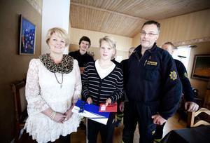 Anna-Karin Nygren och Mikael Sandström hade båda belöningar till dagens hjälte, Hampus Sahlén.