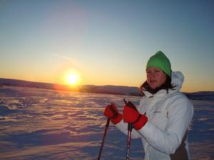 Tina Östling på tur ovanför Storhogna.