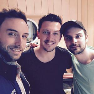 Måns Zelmerlöw, Martin Bjelke och Fredrik Sonefors i studion i våras.