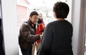 Japanska kanalen TV Tokyo kommer på besök hos familjen Brattmyr i Härnösand. Lillian tar emot producenten Junji Nakayama.