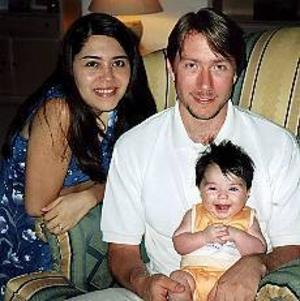 Lars och Marcela Jansson med dottern Patricia bor i Riyad som drabbades av ett terrordåd på lördagskvällen.Foto: Privat