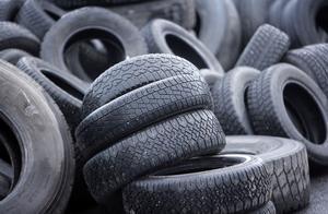 Gamla däck kan ge nya jobb. Däcken återvinns till dieselolja, kol och stål genom en metod som utvecklats i Östeuropa.Foto: Scanpix
