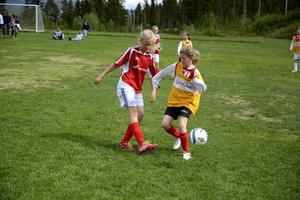 Cornelia Salomonsson, 12 år, har spelat fotboll i tre år. Hon tycker att laget har spelat riktigt bra i år.