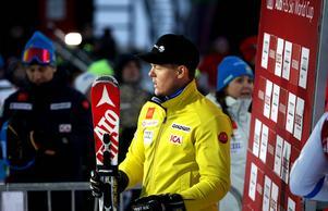 Mattias Hargin fick stå en stund framför ledarväggen men knuffades ner av söndagens tre sista åkare.
