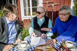 Thorbjörn Fälldins unika arkiv blir en utställning på landarkivet i Härnösand. Här tillsammans med Kenneth Hänström (till vänster) och vännen Folke Westin.
