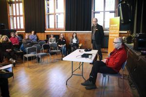 Många deltog i samtalet om kooperativt företagande. Fredrik Bergman berättade om sina erfarenheter.