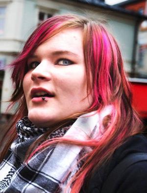 Maja Tengdelius, 16 år, studerande, Östersund.– Ja, att alla i Östersund följer samma trender. Nu har till exempel alla tjejer skärp under bysten.