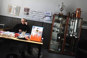 Bollnäs sportchef Sören Persson satt i telefon hela onsdagen.