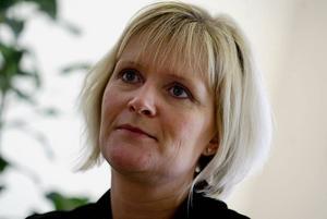 Den man som dömdes för hot mot Ulrica Messing valarbetar nu för socialdemokraterna i Gävle. GD har inte kunnat nå Messing för en kommentar.
