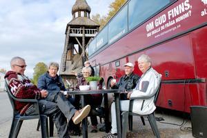 Det handlar om samtal, sång, vittnesbörd och att fika tillsammans när Missionsbussen besöker Härjedalen.