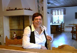 Laila Grubb fyller 60 och känner sig trygg mitt i sin hembygd i Selånger. Så här ser det ut inne i den gamla länsmansgården som är hembygdsföreningens huvudbyggnad.