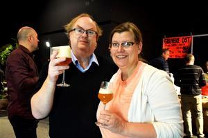 Olle och Karin Zettergren tyckte bättre om Västerås Öl & Destillat än tidigare provningar de varit på.