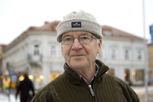 Seppo Sarkkinen, Hudiksvall:- Jag är pensionär så jag får hålla igen jämt. Nu är jag så pass gammal att jag vet att man bör ha pengar kvar i plånboken även efter årsskiftet.