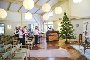 I Hoting håller Halv 11 kören med kantorn och körledaren Margaretha Dahlén Strömstedt i spetsen till och övar låtar.