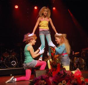 Lisa Clason, Malou Sjöberg och Kajsa Gustavsson underhöll till musik av bland annat Lady Gaga.