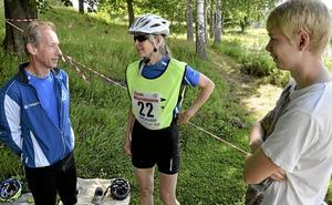 FrövifAmiljelag. Erik Spjut, Elisabeth Tegelmark, och Samuel Spjut från Frövi IK var ett av fyra lag i Vikers triathlon.