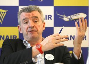 I torsdags var Ryanairs vd Michael O`Leary i Stockholm för att skryta om nya flyglinjer. Visst är det billigt att flyga med bolaget, men till vilket pris?