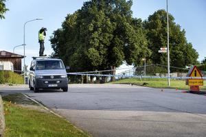 Polisens tekniker dokumenterar brottsplatsen.