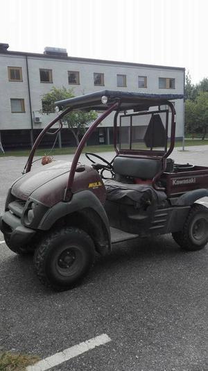 Den stulna fyrhjulingen är en Kawasaki Mule och har ett speciellt utseende.
