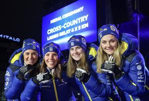 Sveriges Anna Haag, Charlotte Kalla, Ebba Andersson och Stina Nilsson vann VM-silver på torsdagens stafett.