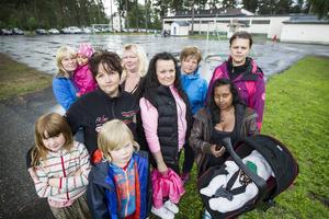 Missnöjda föräldrar kämpar för en upprustning av skolgården i Änge.
